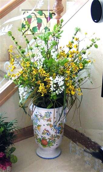 Large urn design