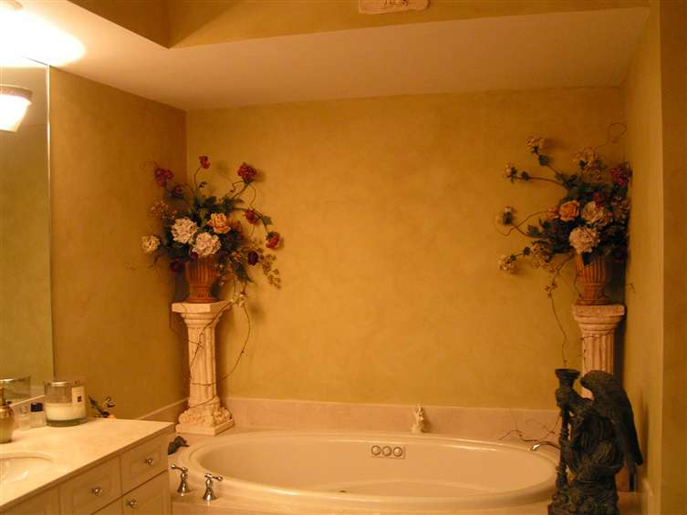 Romantic rose urn with ivy for bathroom. By Joy Deacy