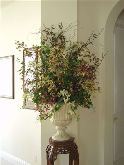 Mixed orchids design in large urn. By Paolo C.