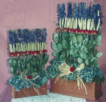 Parallel flower arrangement with dried flowers